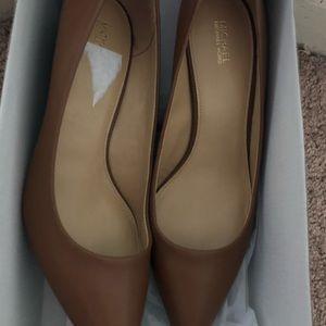 MK brown and black heel